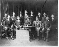 Faculty and graduating students of Yeshivat Etz Chaim Talmudical Academy, June 1919